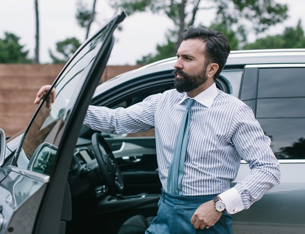 Striped shirt, volvo xc90, shirt, white pants, Μιχαήλ Ανδρουλιδάκης, Michail Androulidakis, It's a MAN's Class, Ριγέ πουκάμισο, πουκάμισο, men's style, tips